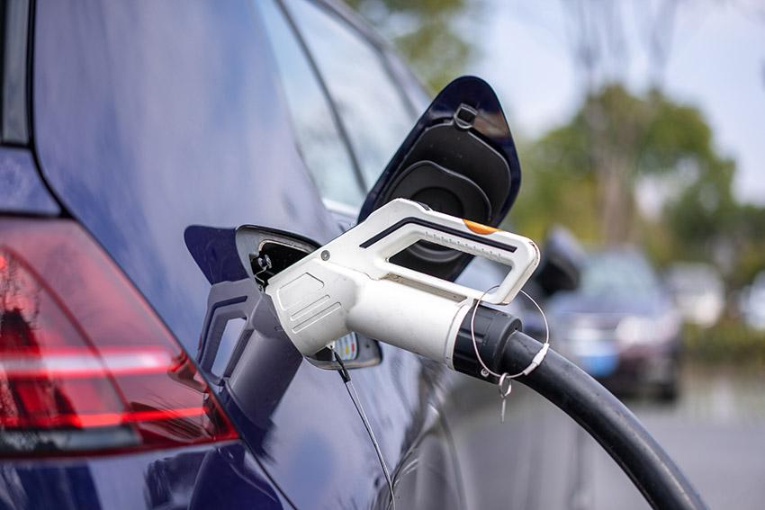 electric-car-1619095014E0qqw
